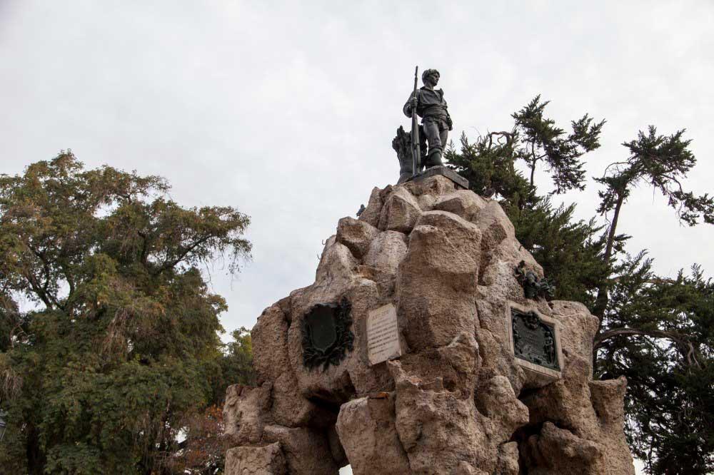 Monumento al Roto Chileno de Virginio Arias